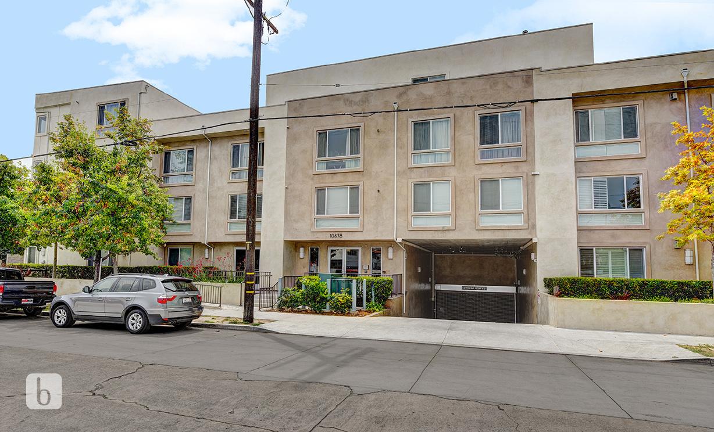10878 Bloomfield St #208, Toluca Lake  CA: