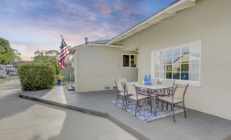 2288 Stearnlee Avenue, Long Beach CA: